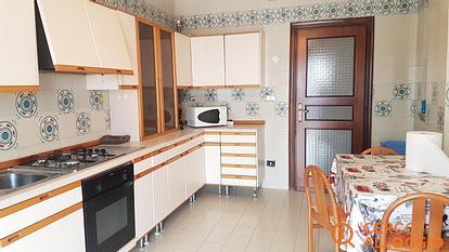 Due camere per uomini su Via Napoli