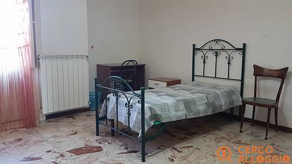 Tre camere singole a studentesse/lavoratrici su via Foscolo
